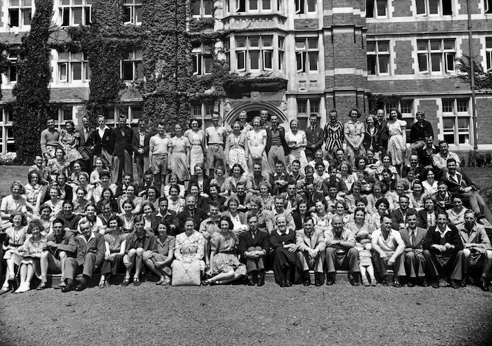 Phillips, E A :[New Zealand Student Christian Movement group at Knox College]