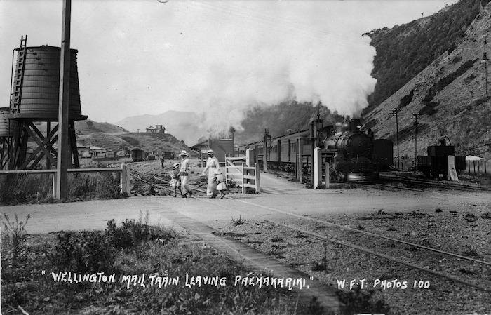 Wellington mail train leaving Paekakariki station
