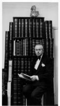 Portrait of Rex Nan Kivell [picture] /