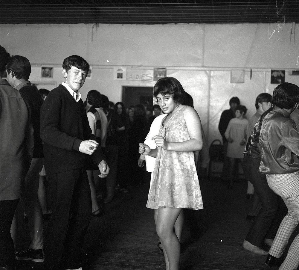 Teenage Dance [P1-1715-4105]