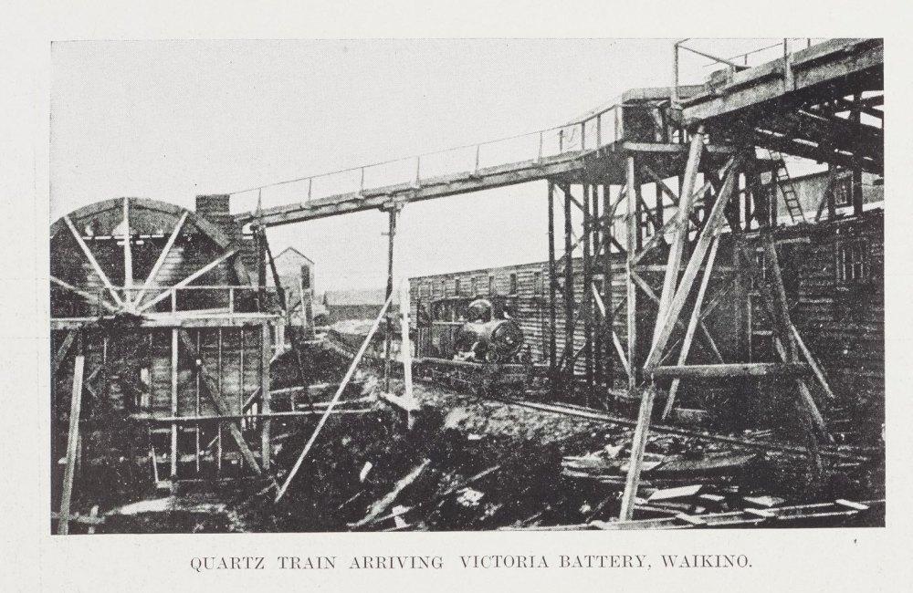 QUARTZ TRAIN ARRIVING VICTORIA BATTERY, WAIKINO.