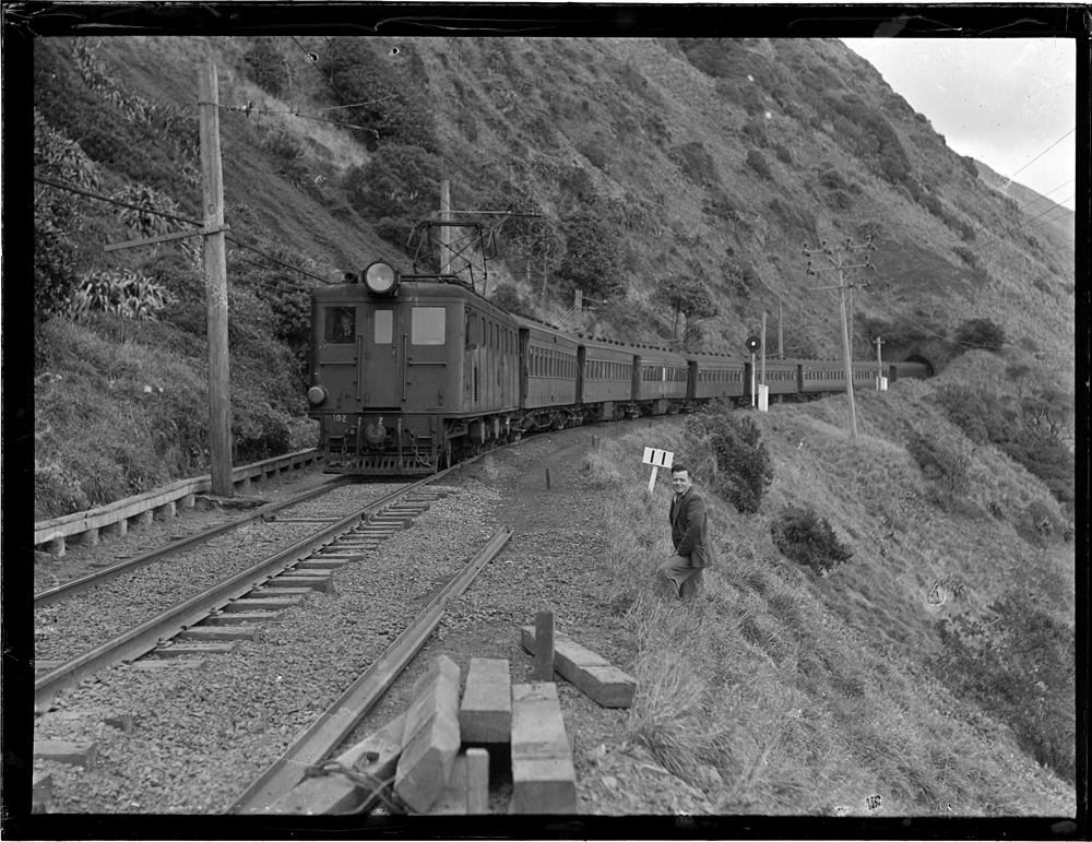 'Ed' locomotive number 102 between Pukerua Bay and Paekakariki