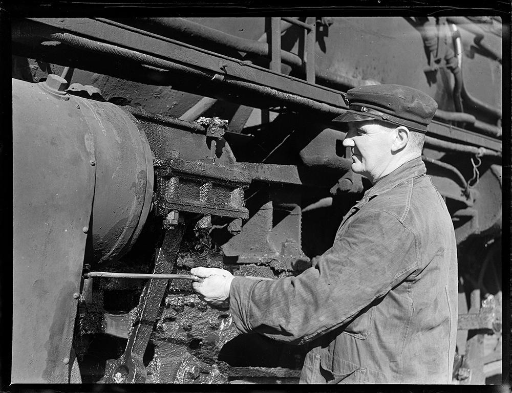 Lubricating the valve motion of a 'K' class locomotive at Paekakariki Locomotive Depot?