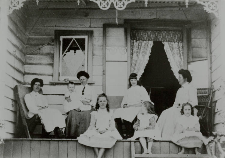 Passing the time, Howick Beach, ca 1913.