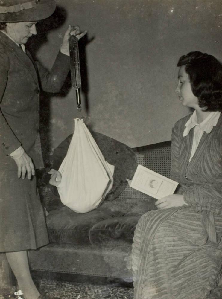 The Plunket nurse calls, Auckland, 1947.