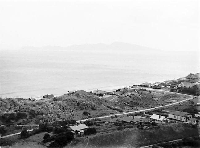 The island of Kapiti from the mainland at Paekakariki. Distance, 8 miles