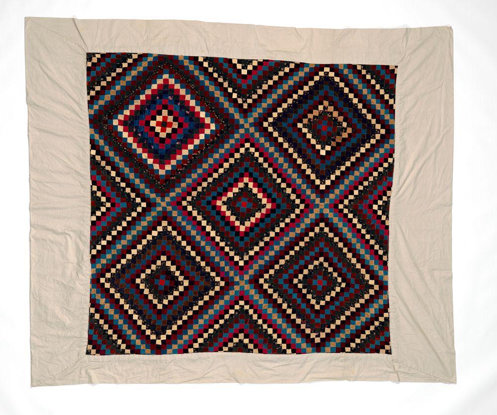 Tīvaevae ta'ōrei (patchwork quilt)