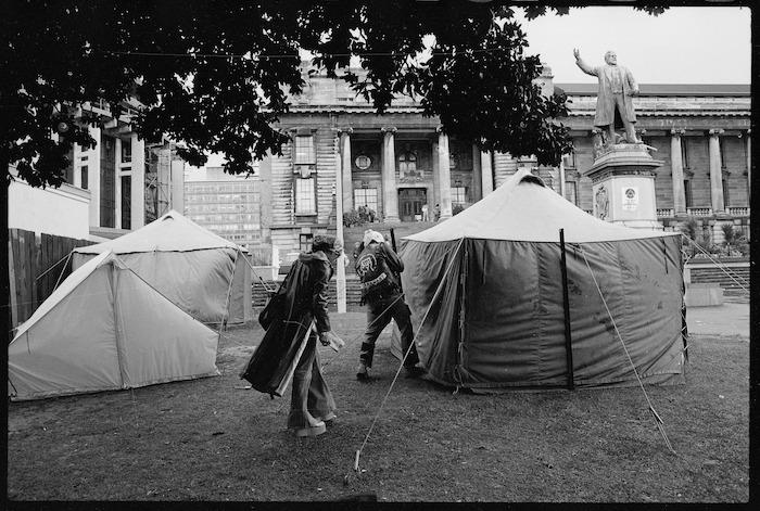 Maori land marchers camp in Parliament grounds, Wellington