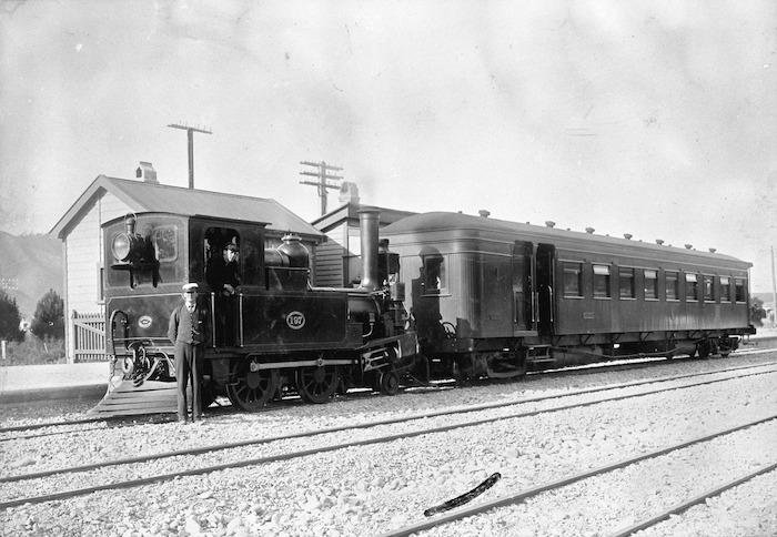 197 D class Neilson locomotive (1844/74) and railway employees
