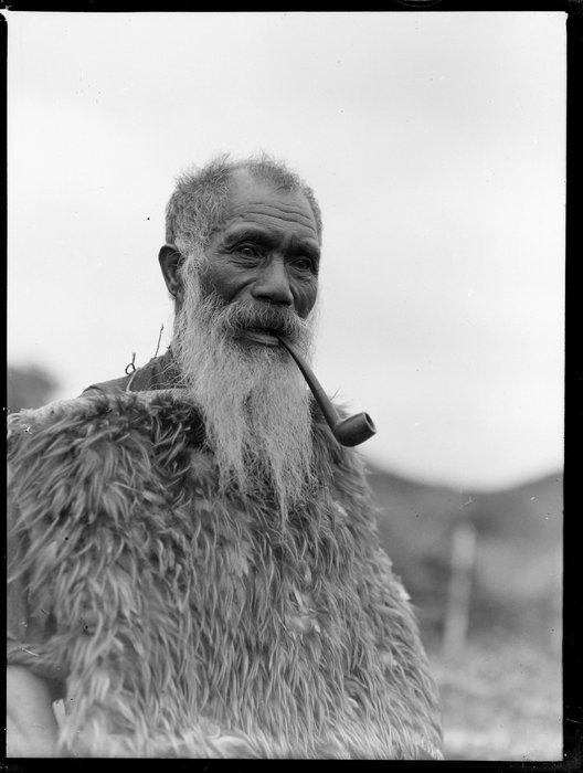 Kaumatua smoking a pipe, Taupō