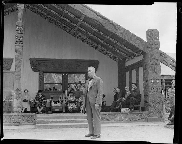 Sir Peter Buck giving talk at marae [Tūrangawaewae marae, Ngāruawāhia]