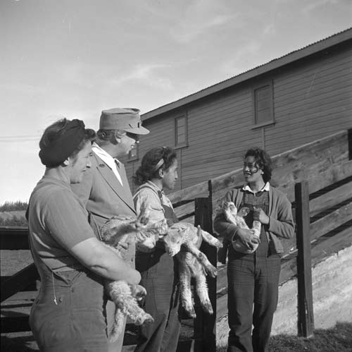 Land girls and Eleanor Roosevelt