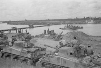 Kaye, George F, 1914- (Photographer) : World War 2 tanks waiting to be ferried across the Adige River, Italy