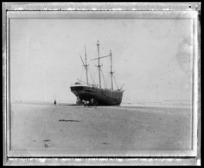 Wreck of the Weathersfield, Otaki Beach