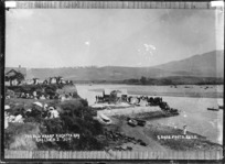 Old wharf, Raglan, on regatta day, January 1911 - Photograph taken by Gilmour Brothers