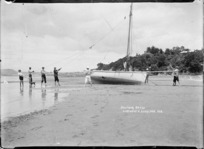 Preparing to sail, Sulphur Beach, Northcote