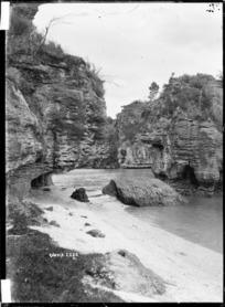 Rock formations at Kawhia Harbour