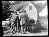 Sir Thomas MacKenzie talking with New Zealand soldiers in France, World War I