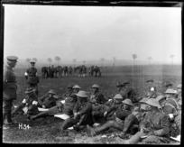 General Braithwaite explains the scheme to New Zealand troops on training exercise