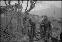 New Zealand gun crew alongside their camouflaged gun on the Italian Front, World War II - Photograph taken by George Kaye