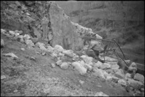 NZ soldier with bren gun in exercise on the Monte Cassino Front, Italy, World War II - Photograph taken by George Kaye