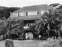 Hibberd family and their house in Days Bay, Eastbourne, Lower Hutt