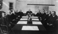 Hinge, Leslie, 1868-1942 :Group of politicians around a table with William Massey at the head