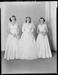Unidentified bride and addendants, probably Robinson family wedding