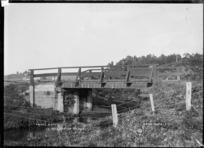 Price's bridge, at Te Mata, near Raglan, 1910 - Photograph taken by Gilmour Brothers
