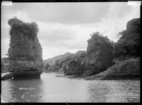 Rock formations at Kawhia Harbour