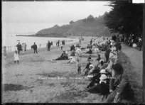 Crowd on Cheltenham Beach, Devonport
