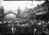 Crowd in Queen Street, Auckland, during celebrations for Fleet Week