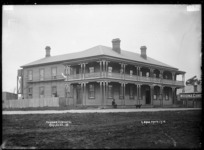 Harbour View Hotel, Raglan, 1910 - Photograph taken by Gilmour Brothers