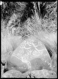 Tattooed rocks, near Raglan, 1911 - Photograph taken by Gilmour Brothers