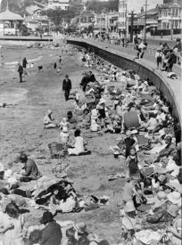 People on the beach, Oriental Bay, Wellington