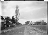 View towards the main road through Ngaruawahia, with the Waipa Hotel, circa 1910