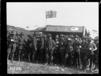 Soldiers around the mobile canteen at the Anzac Horse Show, World War I