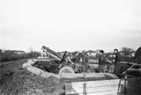 Kaye, George, 1914- : NZ 25-pounder gunpit in Faenza, Italy