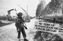 Kaye, George, 1914- : D M Prendergast of the 21 NZ Battalion alongside a sign in the Senio River region