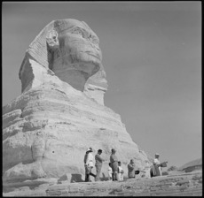 Prime Minister Peter Fraser visiting the Sphinx