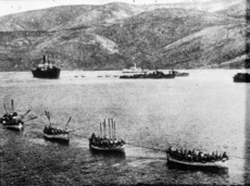 Troopship and boats of soldiers, Gallipoli