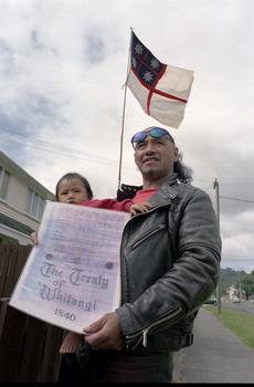 Te Kuru Pou-namu Wahanga Pairama and daughter Roimata Ref: EP/1998/0217/31A-F