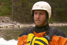 Kayakers take world tour for water safety