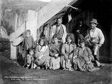 Māori women smoking pipes