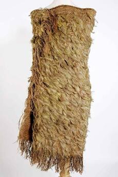 Kākāpō-feather cloak