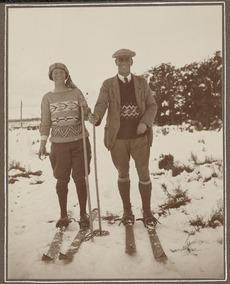 Mr and Mrs F.C. Brockett on skis, Whakapapa