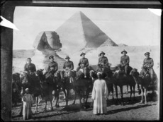 NZ soldiers on camels during WW1