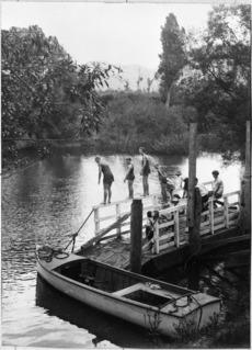 Mangatoi summer school picnic, on the Mokau river