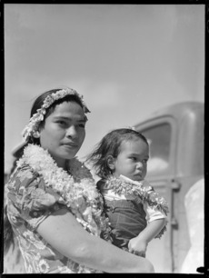 Woman and child from Aitutaki