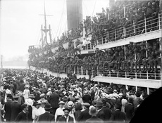 Troopship departing New Zealand